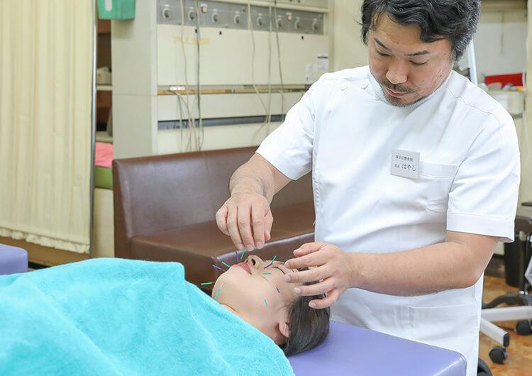 西が丘整骨院での美容鍼施術の様子